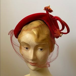 Vintage 1940's Sculptural Tilt Hat Fascinator